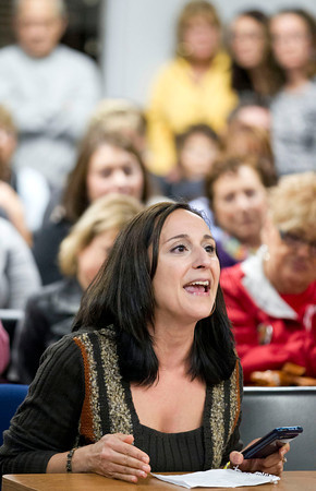 Scott R. Galvin / NEWS<br /> Tina Quahliero, a teacher in New Castle, voices her comments for the Lockley Primary Center during the school board meeting yesterday.