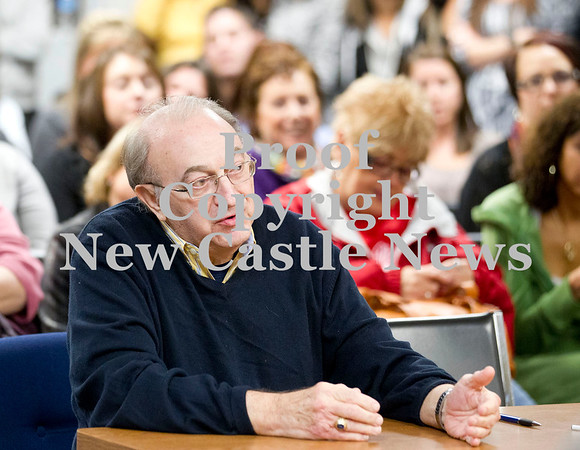 Scott R. Galvin / NEWS<br /> New Castle Mayor Anthony Mastrangelo makes remarks regarding the Lockley Primary Center during the school board meeting for the New Castle Area School District yesterday.