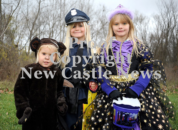 Courtney Caughey-Stambul/NEWS<br /> Jamee Lynch, left, Alora Lynch, center, and Aubrey Burke trick-or-treat in Bessemer on Saturday.