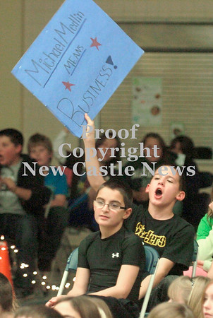 Erica Galvin/NEWS<br /> A Hartman elementary student shows his support for Michael Medlin.