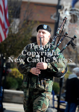 Courtney Caughey-Stambul/NEWS<br /> Gary Hasson plays the bagpipes in Saturday's annual Veterans Day parade.