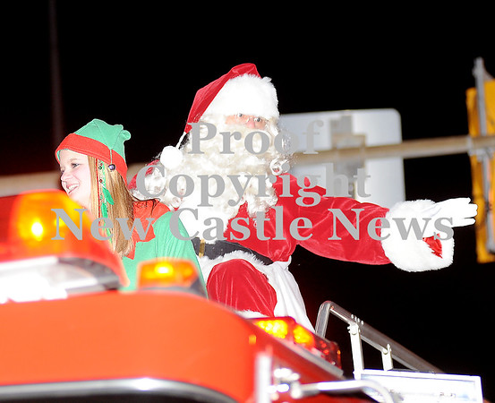 Courtney Caughey-Stambul/NEWS<br /> Santa Claus waves to parade-goers.