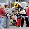 Courtney Caughey-Stambul/NEWS<br /> Pittsburgh Penguins mascot, Iceberg, interacts with young parade-goers.