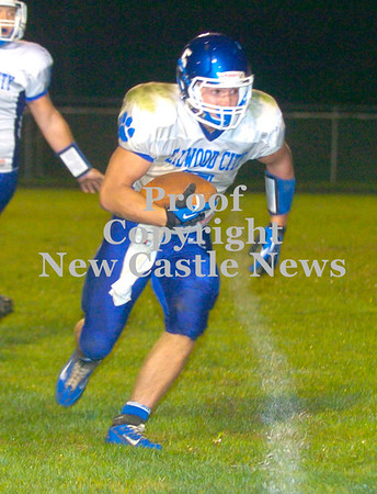 Erica Galvin/NEWS<br /> Ellwood City's Jared Meyers runs in for a touchdown in the third quarter against Riverside.