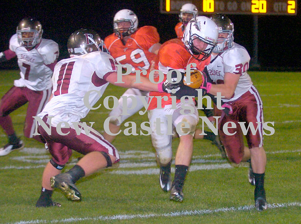 Erica Galvin/NEWS<br /> Mohawk running back Shane McFarland runs between Beaver defenders, Dylan Goff (11) and Jayme Tatko (30) in the second quarter.
