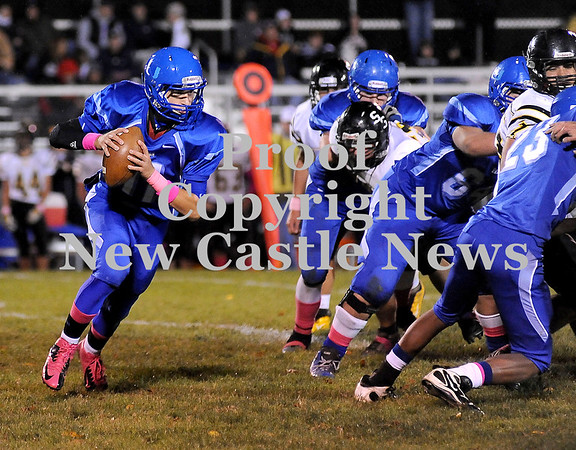 Courtney Caughey-Stambul/NEWS<br /> Union quarterback Joe Salmen runs the football last night against South Side Beaver.