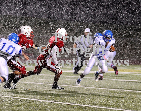 Courtney Caughey-Stambul/NEWS<br /> Union's Drew Robinson runs the football during a period of heavy rain last night at Neshannock.