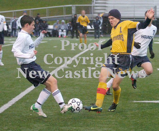 Erica Galvin/NEWS<br /> Wilmington's Ryan DiLullo and Saegarstown's Brendan Byham fight over the ball in the first half.