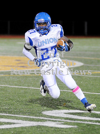 Courtney Caughey-Stambul/NEWS<br /> Union's Drew Robinson runs the football last night against Beth-Center.