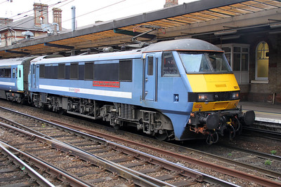 90014_82118 1642 Norwich-Liverpool St at Ipswich.