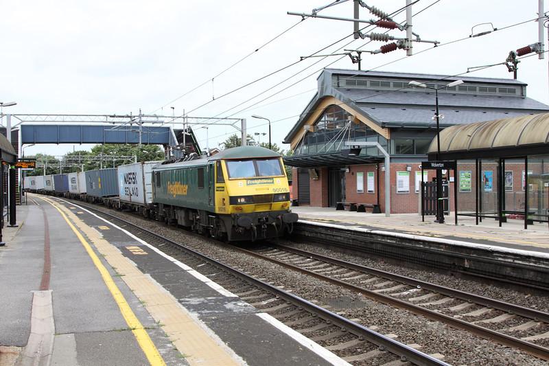 16 August 2012 :: 90016 at Wolverton working 4L75, Crewe to Felixstowe