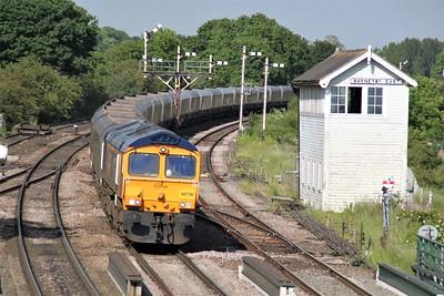 66730 1704/4z12 Immingham-Doncaster passes Barnetby