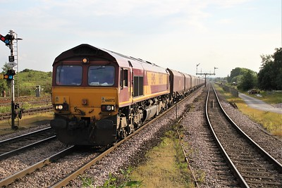 66075 1842/4c77 Scunthorpe-Immingham passes Barnetby
