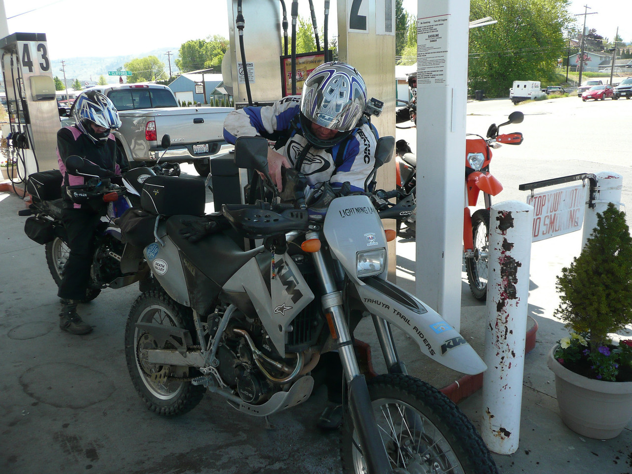 "Cheap gas at ""Bill's"" in Chelan..."