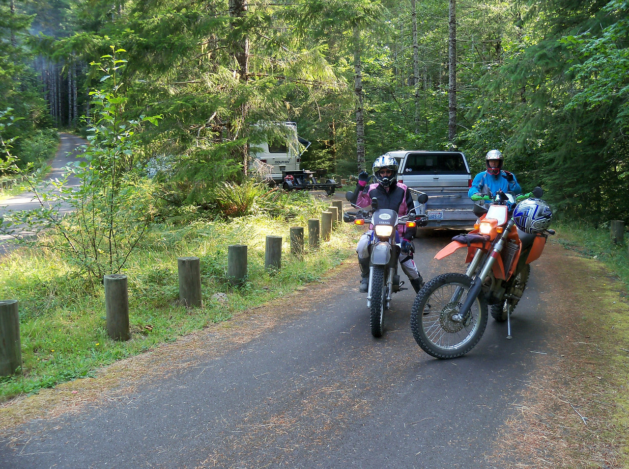 Sylvia and Bill starting out from our camp at Brown Creek CG...
