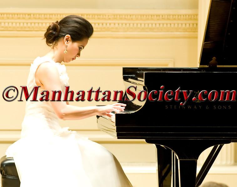 Chau-Giang Thi Nguyen Concert At Carnegie Hall