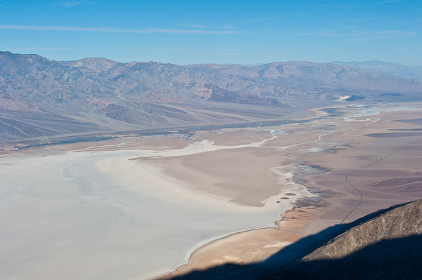 Dante's view -- hello the entire Death Valley. Below you can see the lowest spot in the US -- Badwater Flats lies 286 ft below sea level. To the left, are mountains that soar up to 14,000 feet! Crazy!