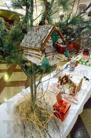MET120512gbread treehouse