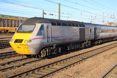 43296 heads north through Doncaster Station.