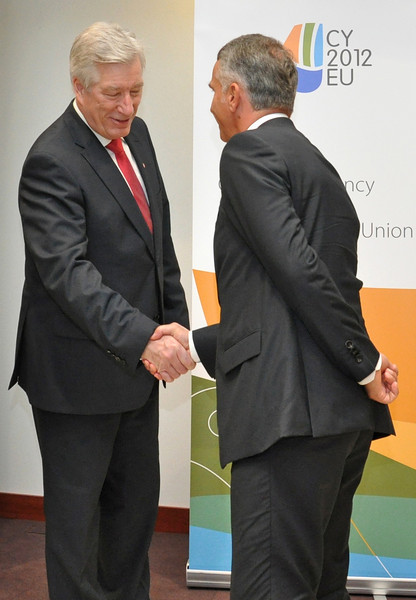 Sigbjørn Johnsen, Minister of Finance of Norway (left), and Didier Burkhalter, Federal Councillor, Minister of Foreign Affairs of Switzerland.