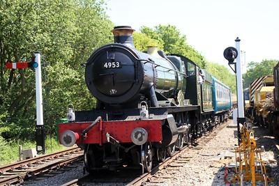 Steam 4953 arrives back at North Weald station.