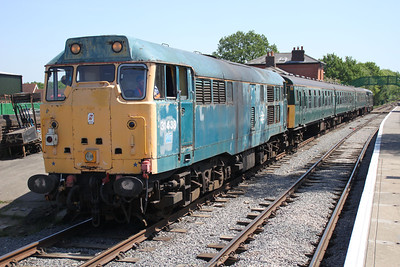 D6729/37029 Top and Tail D5557/31438 arrives from Coppersale into North Weald station.