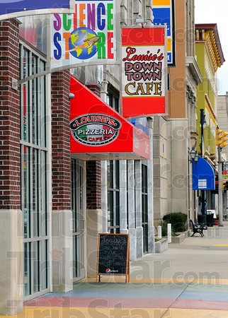Tribune-Star/Jim Avelis<br /> New look: A new awning has been added to the front of Louise's Pizzaria and cafe in downtown Terre Haute.