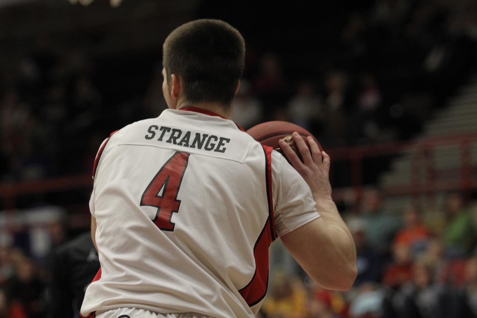 Numer 4, Tyler Strange