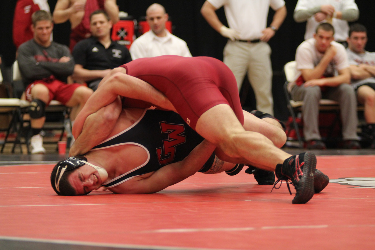 GWU's Travis Porter wrestling.