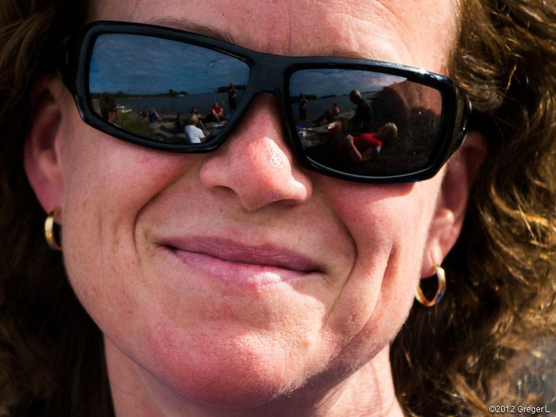 Även  Annas solglasögon är lite reflekterande