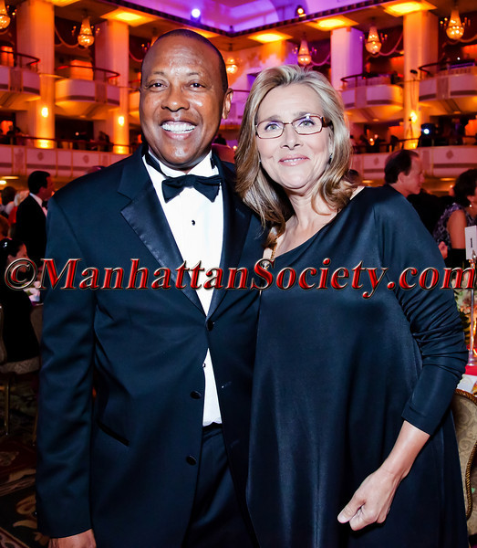 NEW YORK - JUNE 18: Ronnie P. Barnes, Meredith Vieira attend Hospital for Special Surgery 29th Annual Tribute Dinner on Tuesday, June 18, 2012 at The Waldorf-Astoria, 100 East 50th Street in New York City, New York  (PHOTO CREDIT: © 2012 ManhattanSociety.com by Natalie Poette)