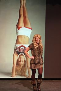 "Tori Hunter shows off her ""fun fashion"""