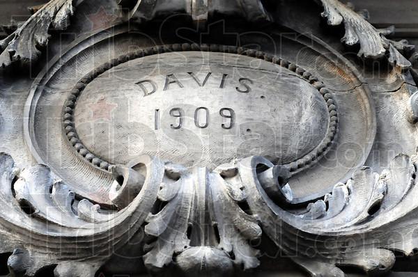 Davis 1909: Detail of the Davis Building in downtown Brazil.