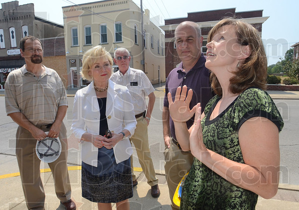 Tribune-Star/Jim Avelis<br /> Looking up: Indiana Lt. Governor Becky Skillman, in white, toured downtown Linton Tuesday with Stan Palma of Palma architects in Indianapolis, Linton mayor John Wilkes and Jeff and Vickie Doris of Linton Redevelopment LLC.