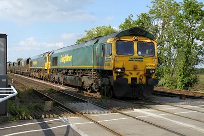 66524_66616 1750/4G01 York-Hunslett passes Hillam Gates crossing 19/06/12