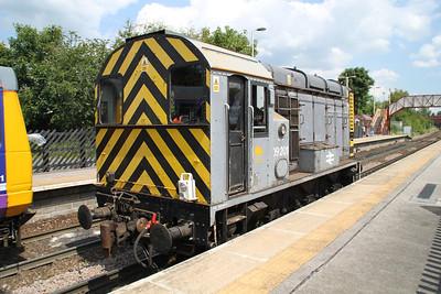 09201 1333-L/E Knottingley TMD-Milford sidings pauses at Knottingley station awaiting the signal. 19/06/12
