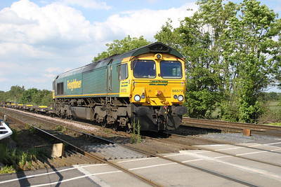 66572 1652/4D07 Wilton-Leeds passes Hillam Gates crossing 19/06/12