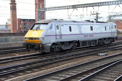 91120 Blunt end first departs Leeds at 0913 Light Engine.