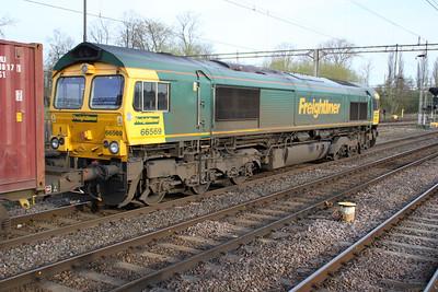 66569 0803/4m88 Felixstowe-Lawley St. passes through Northampton Station 14/04/12
