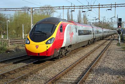 390015 0845/1T70 Liverpool-Euston Footex passes through Northampton Station 14/04/12