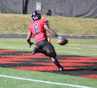 Kenny Little (6) makes a touchdown for GWU