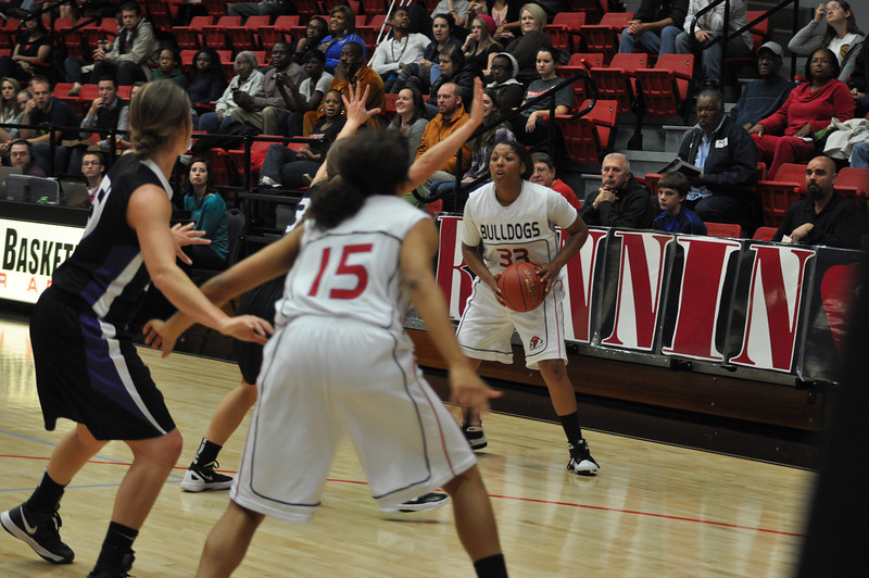 Jasmine Dale passes to a teammate against Lipscomb University, Friday November 9, 2012 in the LYCC.