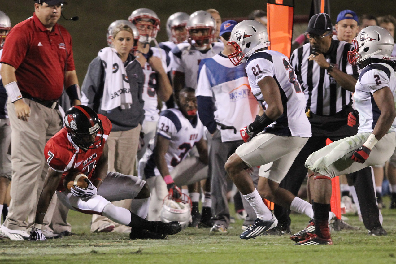 Deonte Swinton (7) gets pushed out of bounds
