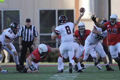 Lucas Beatty (8) throws the ball