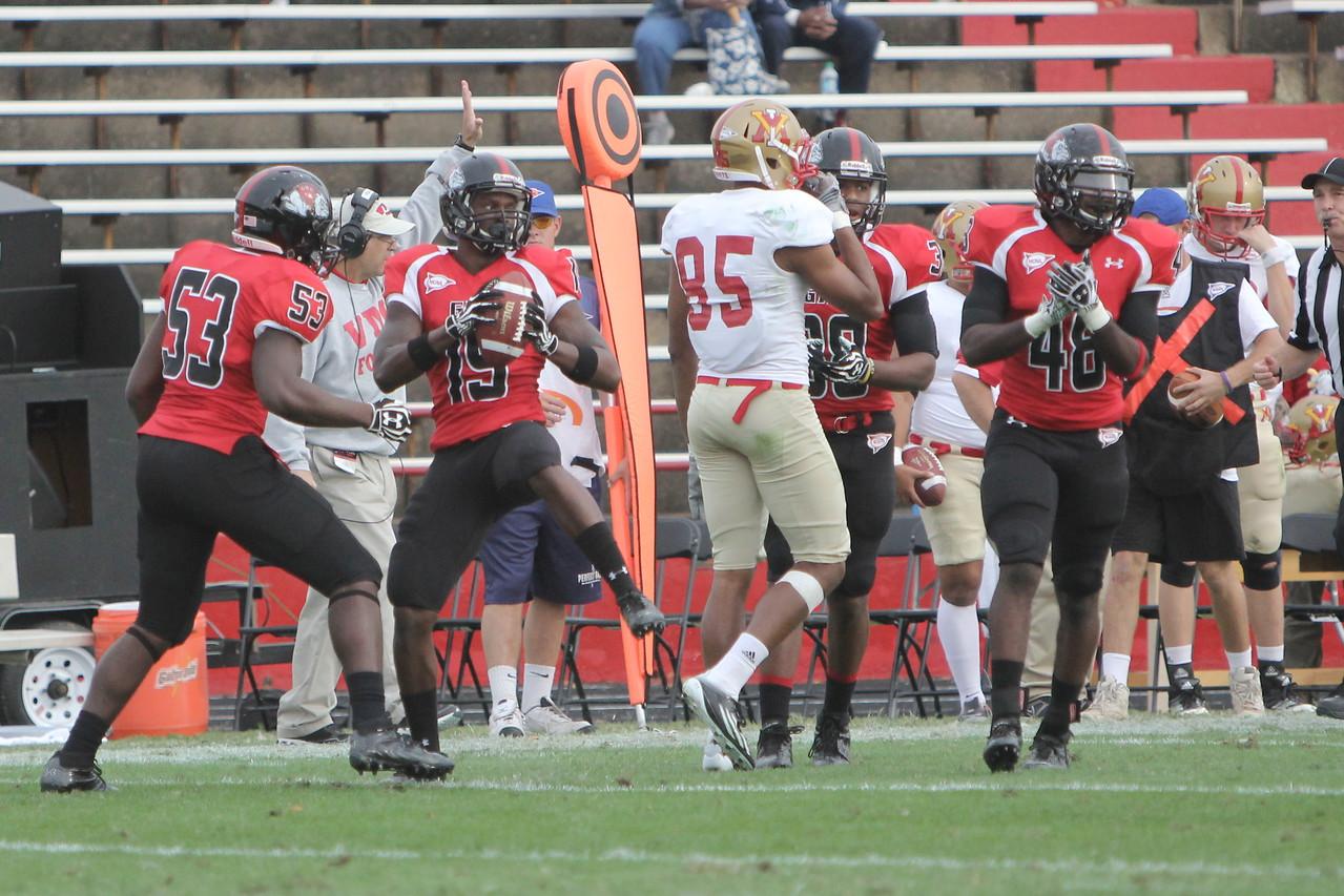 Donald Buie III (15) caught an interception
