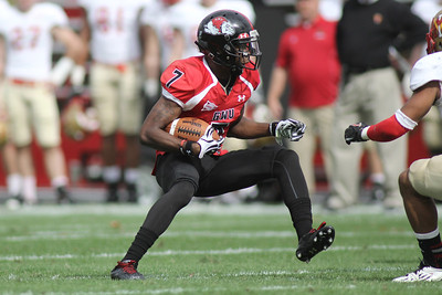 Deonte Swinton (7) runs the ball
