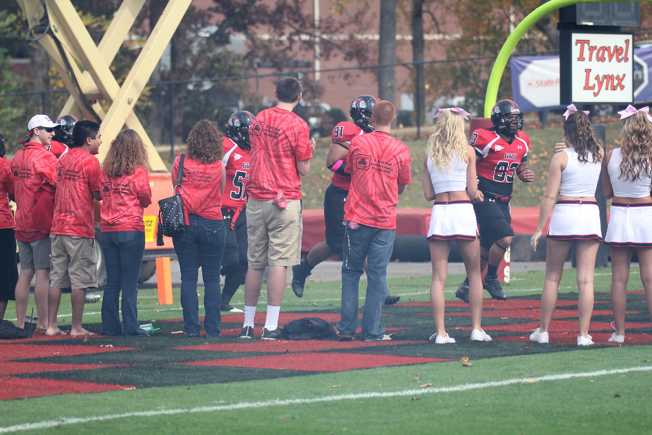 GWU students form a tunnel for the Bulldogs to run through