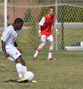 Lyssean Thomas (5) keeps the ball close while trying to make it in the goal.