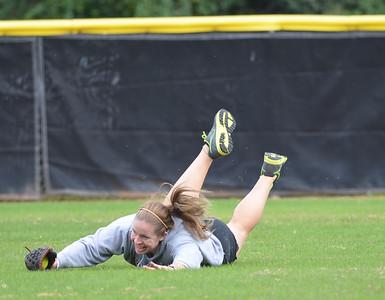 Softball students vs. Alumni Game