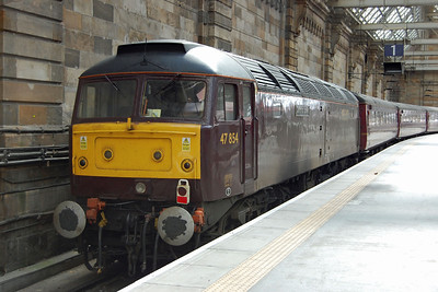 I was back in Glasgow the following day too: 47854 'Diamond Jubilee' is pictured in Platform 1 at Central station after arriving with Compass Tours' 1Z73 0550 charter from Blackburn (04/09/2012)